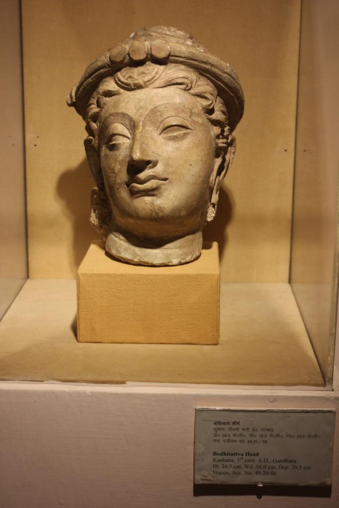 Głowa Bodhisattvy z III wieku z Indii. A wygląda, jak ze starożytnej Grecji!