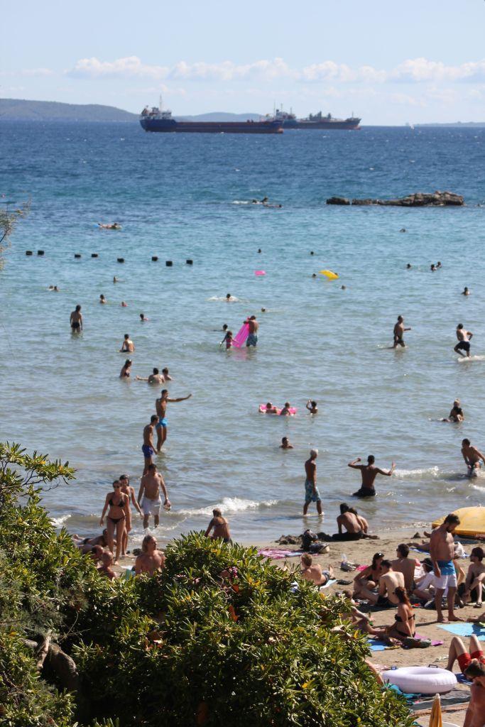 split_kąpielisko_morze_adriatyckie_kąpią_się
