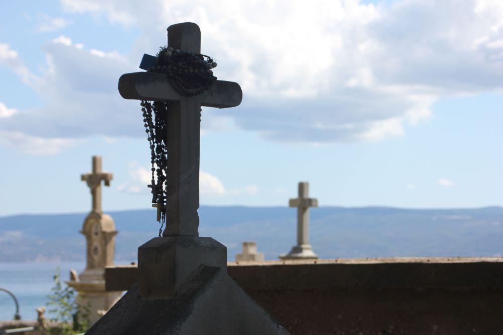 chorwacja_cmentarz_krzyż_morze_cmentarz nad morzem