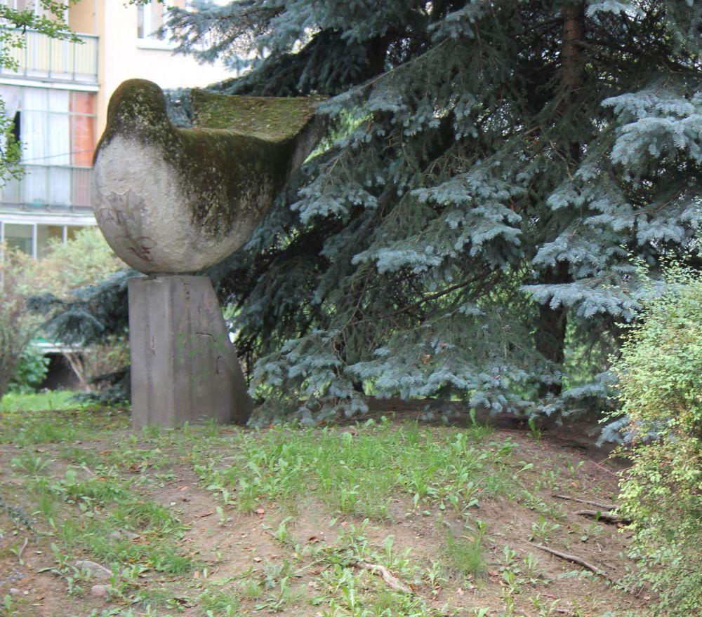 A ten pomnik nazywa się Gołąb. Myślę, że jakby go trochę odpicować to byłby całkiem całkiem