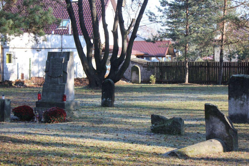 cmentarz_żydowski_Piaseczno_zabytki_macewy_miejsce_uświęcone_krwią_polaków