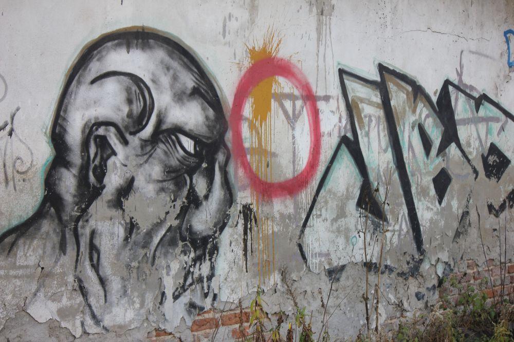 graffiti_lata_dziewięćdziesiąte_łysy_kibol_kibic