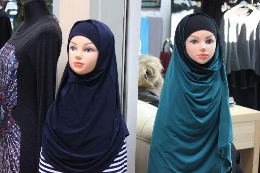 hidżab_burka_sklep_wólka_kossowska_manekin_w_burce_dziewczyna_kobieta