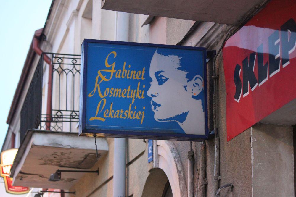 gabinet_kosmetyki_lekarskiej_puławy_design_'90_'80_kobieta_szyld_twarz_kontrast_dizajn_liternictwo_typing_polska_reklama