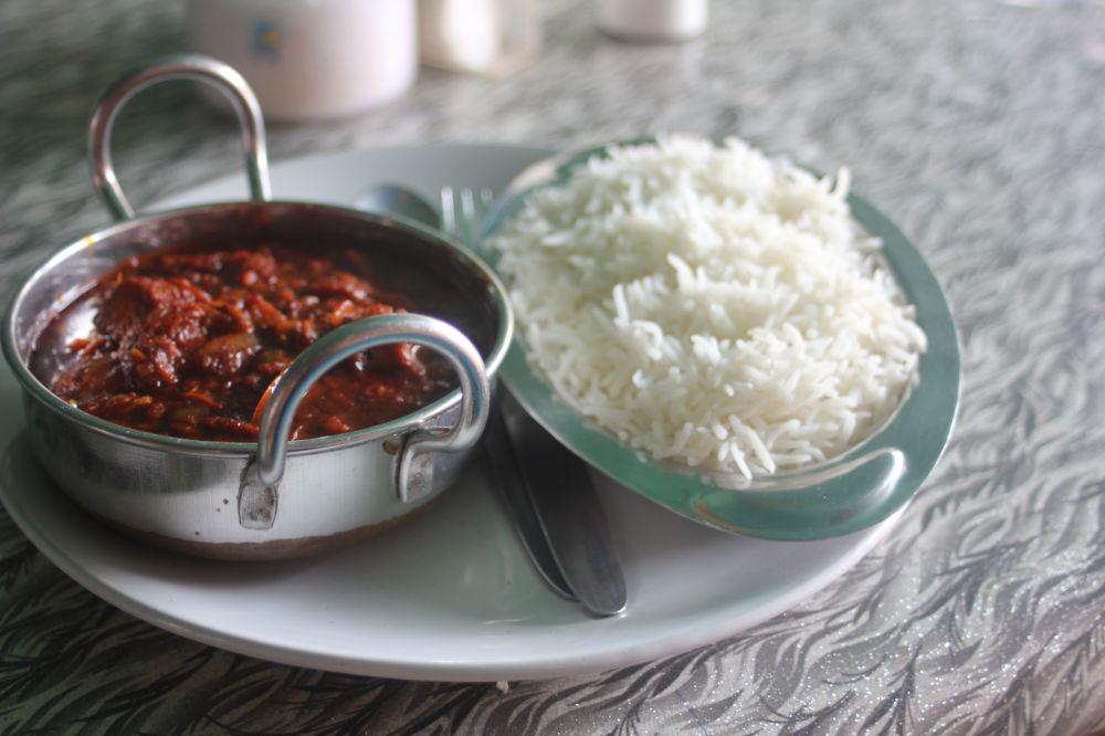 vindaloo_kuchnia_portugalska_goa_indie_indyjska_danie_potrawa_ryba_wino_goździki_sos