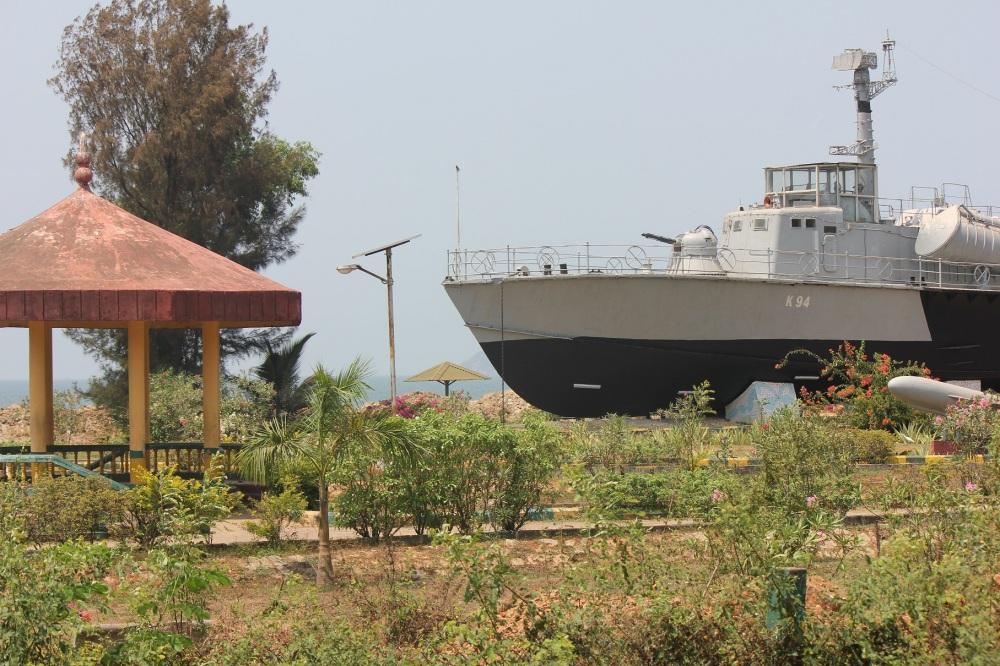 statek_wojenny_plaża_k_94_rosyjski_okręt_indie_pakistan_wojna_muzeum_warship_museum_karwar_karnataka