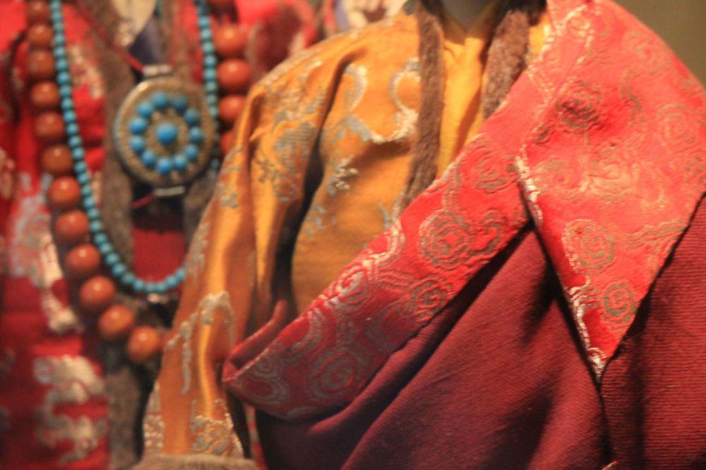 szaty_moda_ubrania_brokat_tybet_turkus_ozdoby_stroje_krój