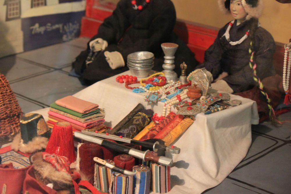 bazar_lhasa_tybet_miniatury_muzeum_lalki_miniatur_sztuka_przedmioty_scale