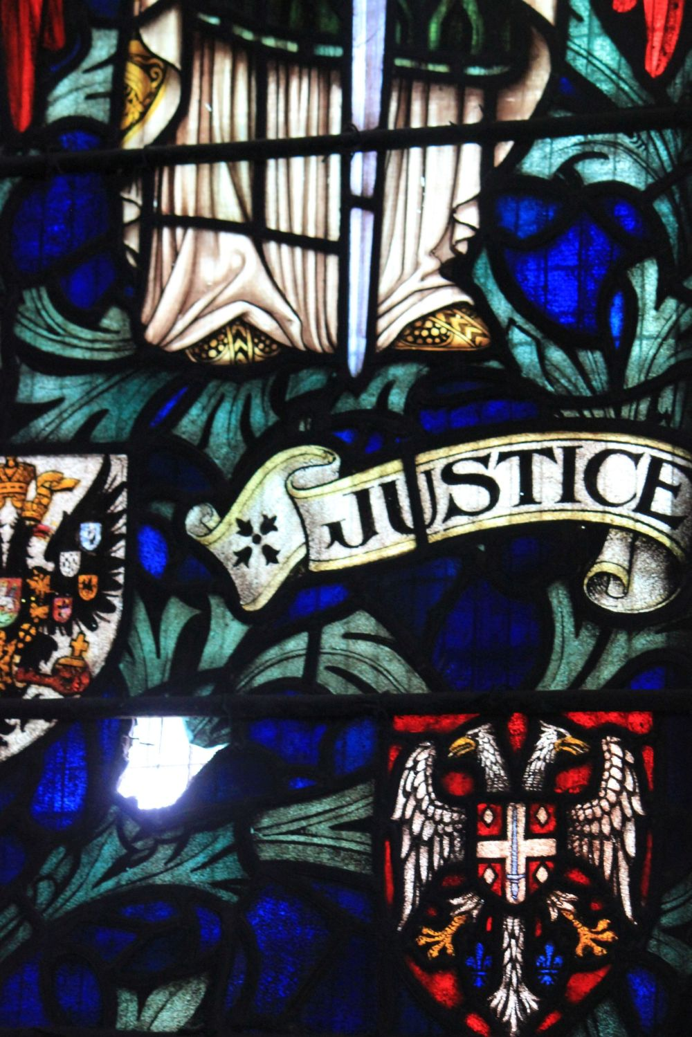justice_stained_glass_herb_witraż