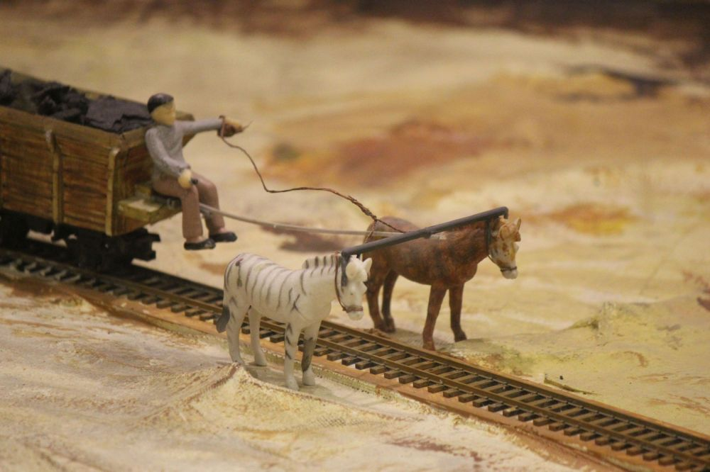 wóz_na_węgiel_konie_miniatury_kolejka_miniaturowa