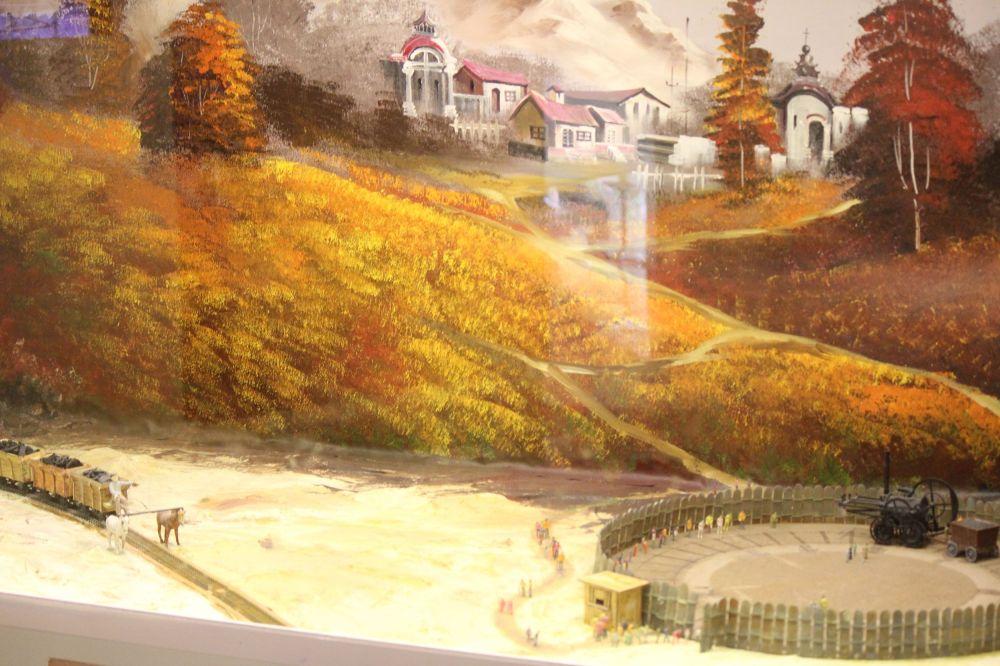 krajobraz_tory_kolejka_wąskotorowa_kolejka_miniaturowa_wóż_z_węglem