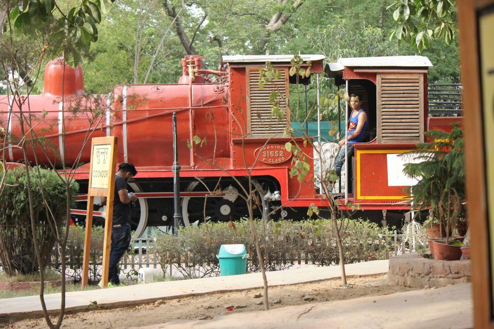 czerwony_stary_pociąg_parowóz_new_delhi_muzeum_kolejowe