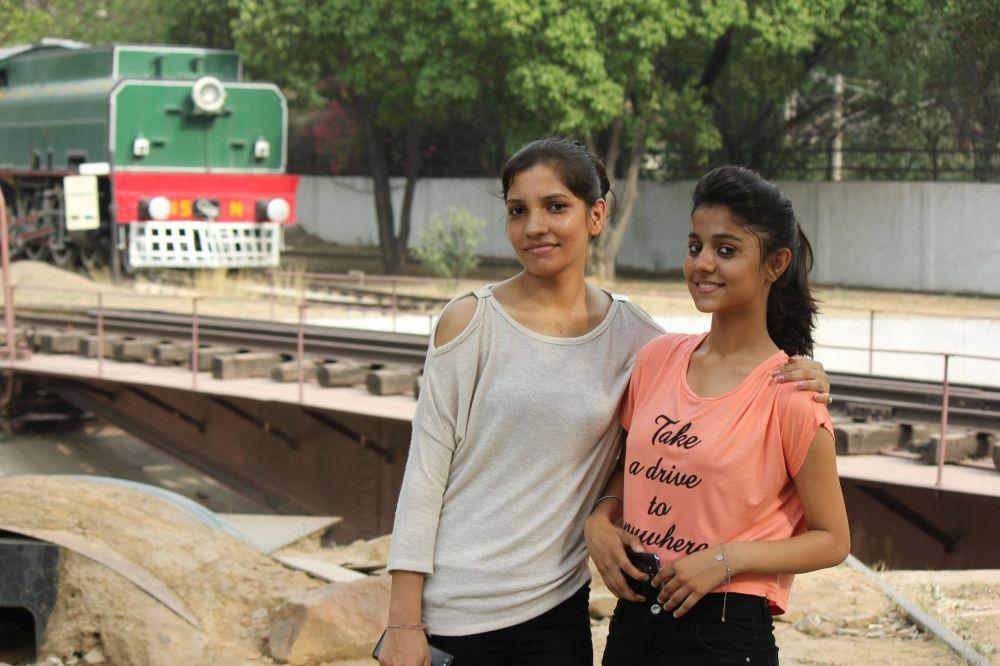 india_take_a_drive_pociąg_girls_hinduski_kobiety