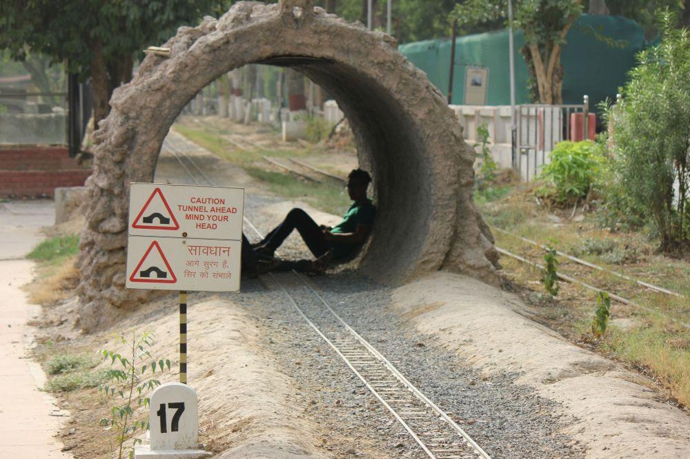 tunel_olbrzym_guliver_kolejka_wąskotorowa_mała_kolej_małe_tory_pociągi