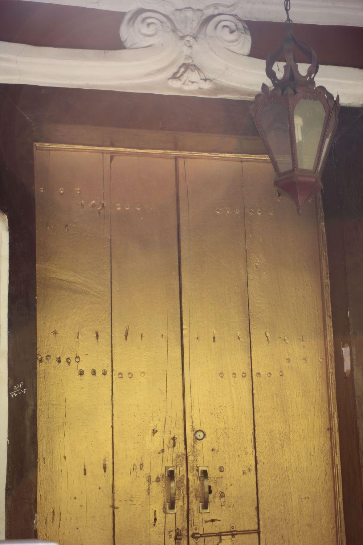 drzwi_złote_latarnia_goa_indie_portugalia_willa
