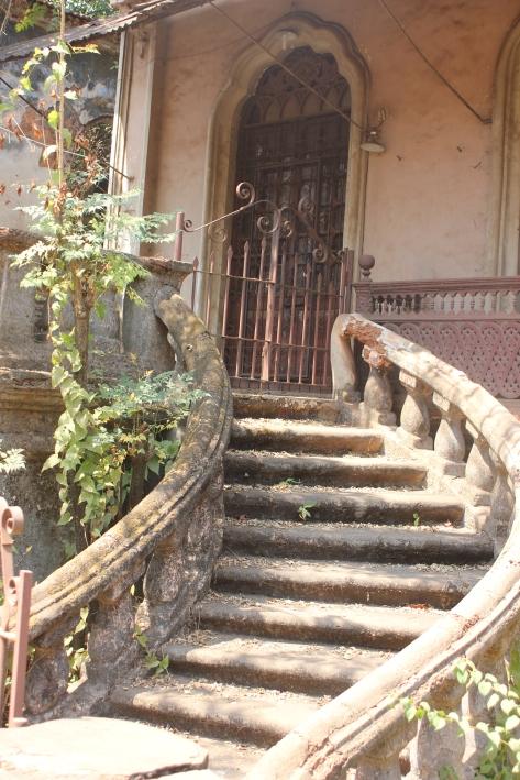 schody_hacjenda_goa_opuszczone_posiadłość_willa_dom_portugalska