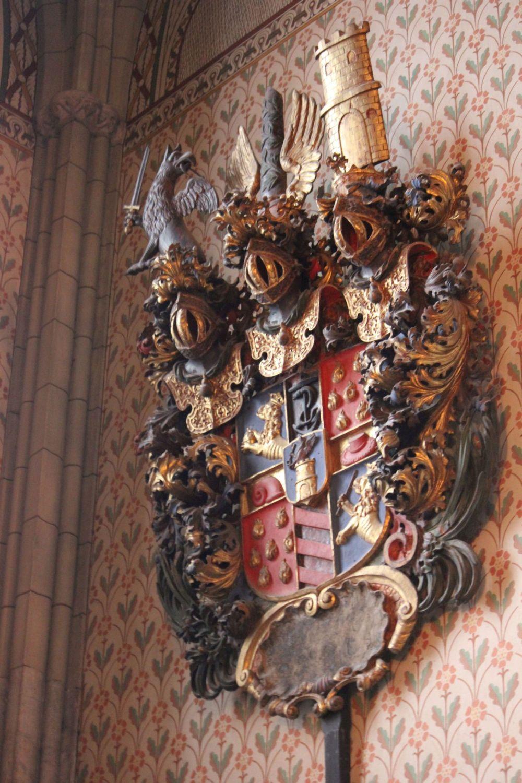 herb_coat_of_arms_hogwarts_hogwart_uppsala_szwedzki_herb_złota_zbroja