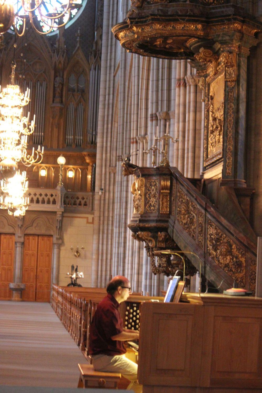 organista_katedra_uppsala_kościół_barok_średniowieczny_organy