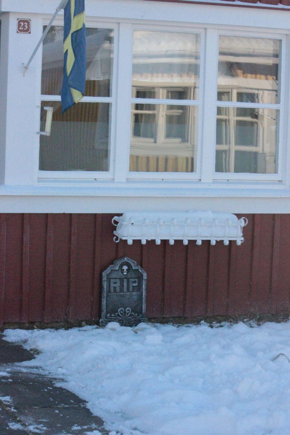 grób_r.i.p._rzeźba_ogród_sztuczny_cmentarz