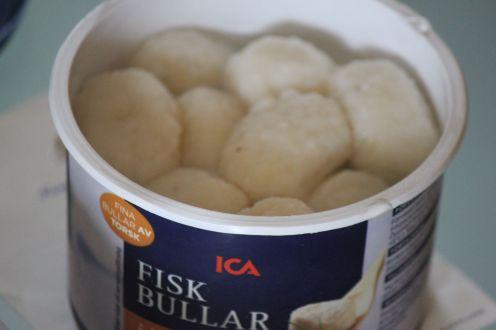 Szwedzka potrawa Fisbullary pyzy rybne