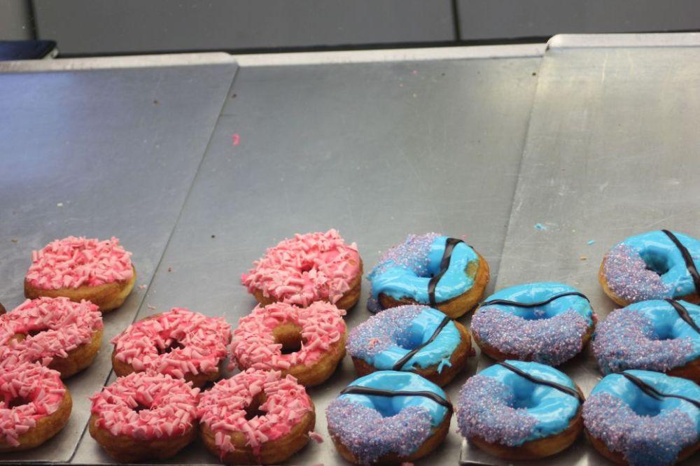 donuty z posypką polewą