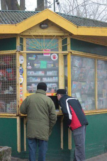 zabytek_kiosk_jugosłowiański_ruchu_duchologia-zielony_żółty_stary_kiosk