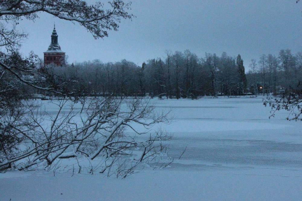 szwecja zima ciemno sala jezioro zamarznięte