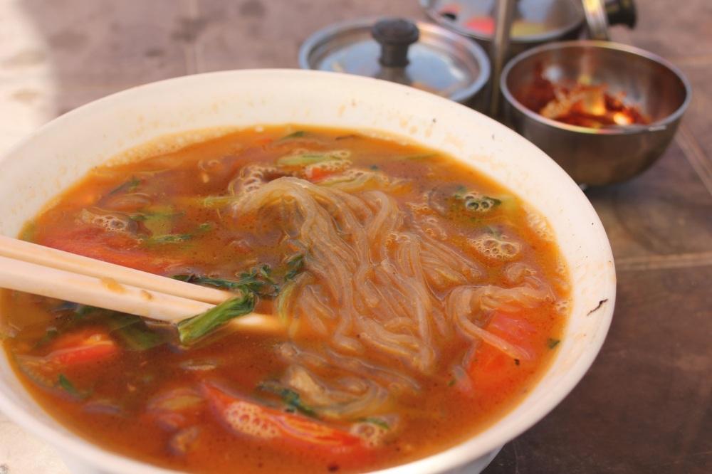 thukpa_zupa z makaronem tybetańska kuchnia potrawy