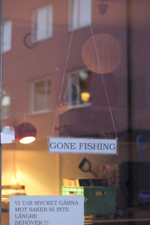 gone fishing sign szwecja obsługa klienta w loppisie sklepie zawsze jest zamknięte