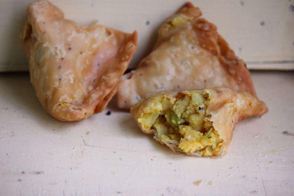 samosa indyjska potrawa pierogi z indii pierogi warzywne samosa warzywna indyjska kuchnia