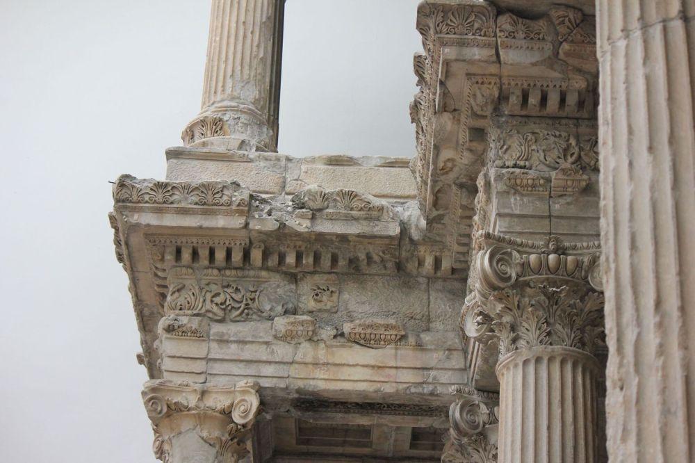 rzymskie miasto rekonstrukcja berlin kolumny autentyczne ruiny zabytki