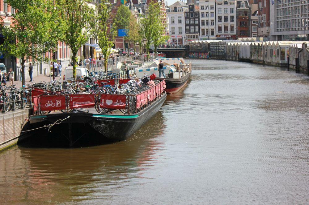 amsterdam barka barki kanały centrum łodzie