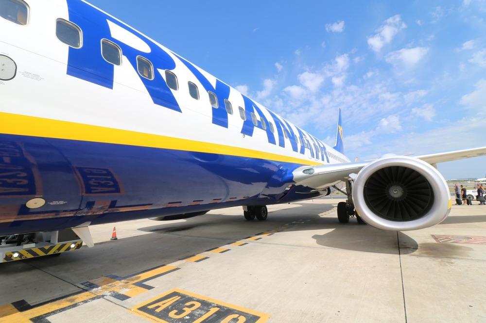 aircraft-2410190_1280.jpg