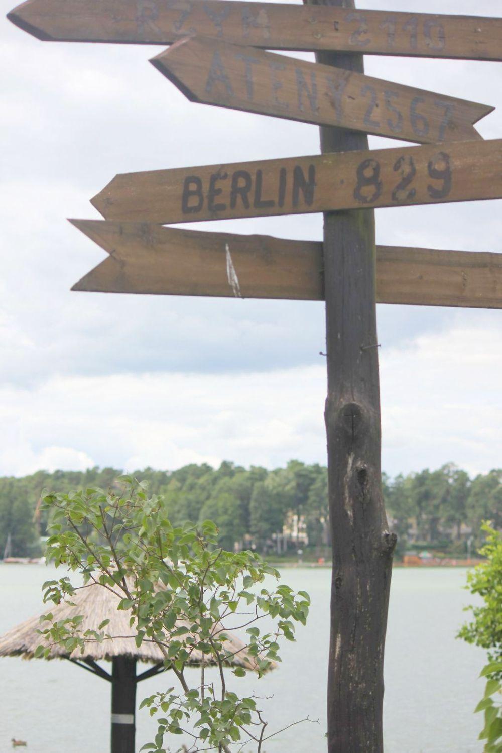 jezioro augustowskie drogowskaz augustów berlin 829 km