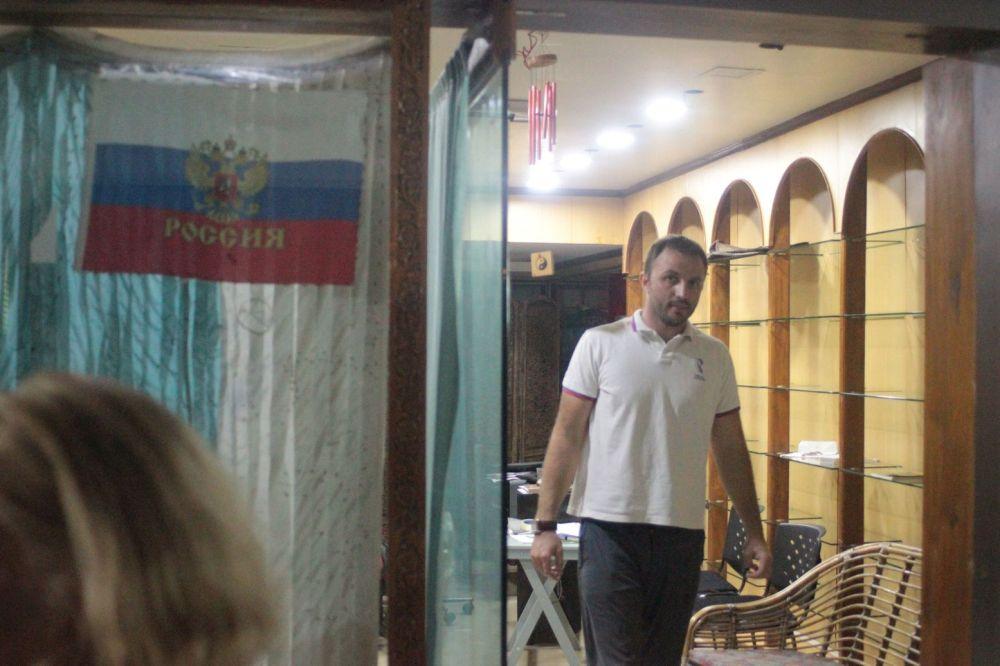 flaga_rosyjska_rosjanie_na_goa_w_indiach