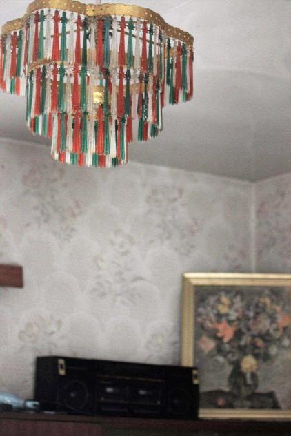 podlasie_żyrandol_podlaski_kolorowy_zdjęcia_starych_domów_retro_meble_Chaty