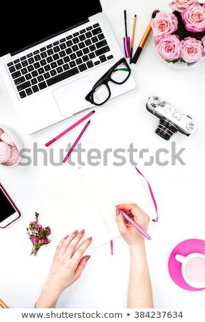 Jak wygląda biurko freelancera w życiu a jak na instagramie czyli kawa i kwiaty